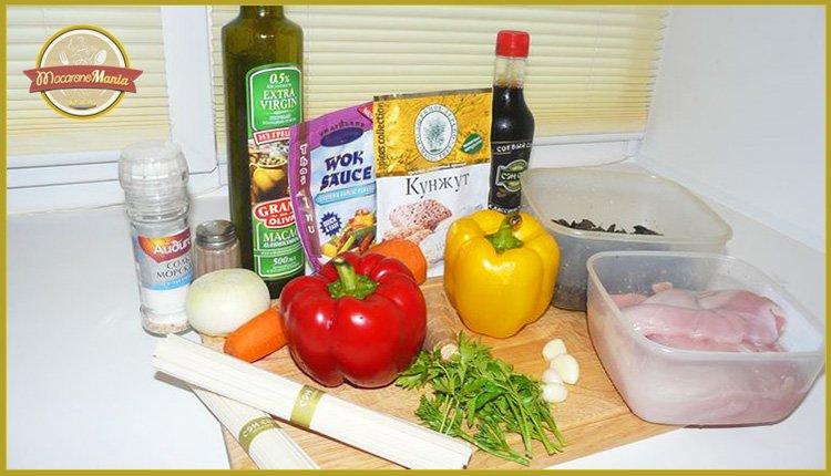 Лапша удон с курицей, грибами и устричным соусом. Ингредиенты