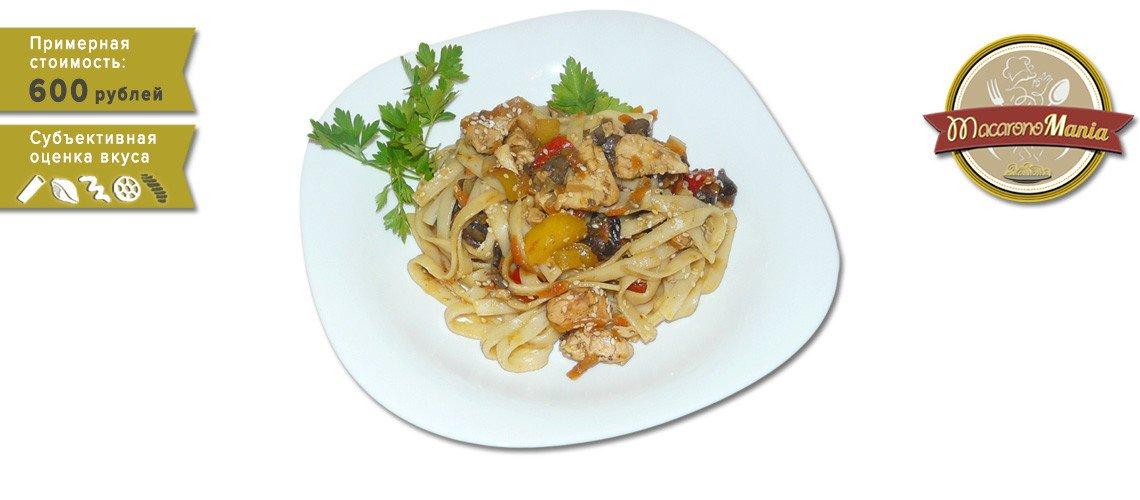Удон с курицей, грибами и устричным соусом