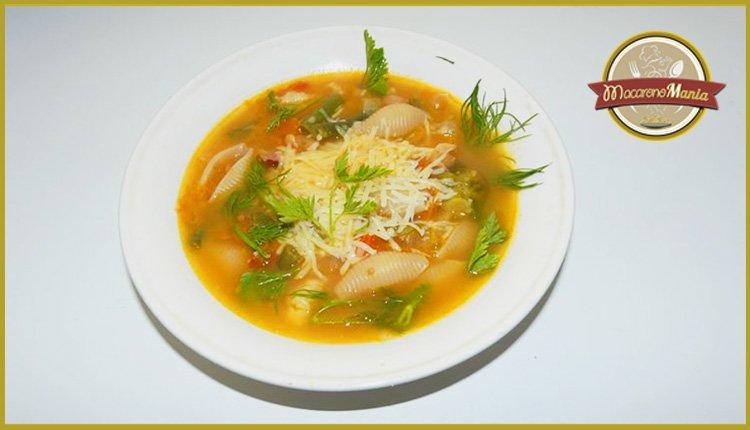 Суп министроне с макаронами и грудинкой. Готовое блюдо