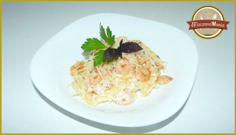 Паста с креветками в сливочном соусе альфредо. Готовое блюдо