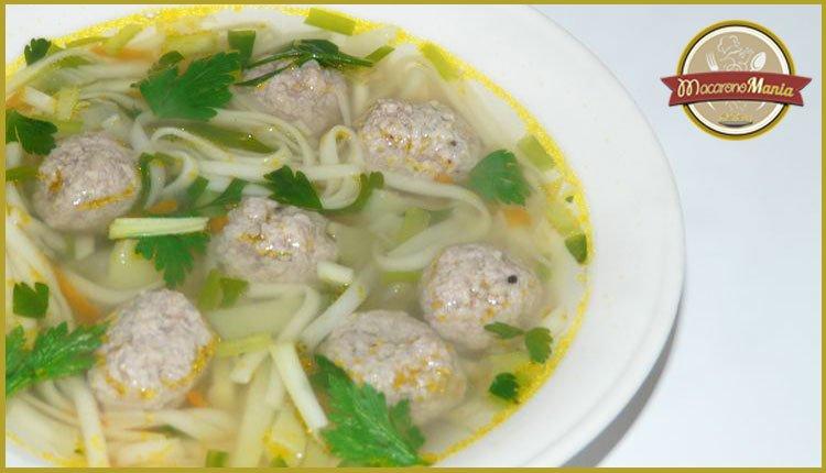 Суп с фрикадельками и лапшой. Готовое блюдо