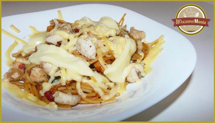 Жареные макароны с курицей и сыром. Готовое блюдо 2