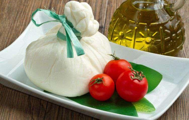 Бурата (Буррата, итал. Burrata) – молодой итальянский свежий сыр из региона Апулия