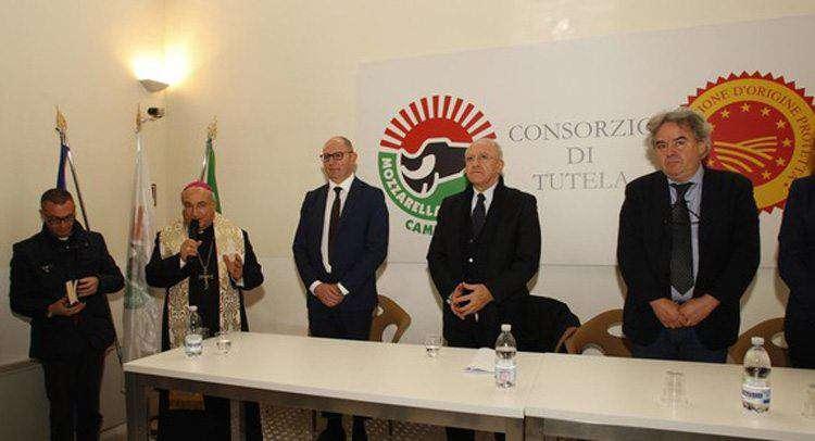 консорциум производителей моцареллы по защите итальянского сыра из молока буйволиц (итал. The Consorzio di Tutela della Mozzarella di Bufala Campana).