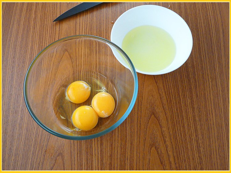 2 желтка и 1 целое яйцо