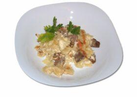 Фарфалле с говядиной в сливочном соусе