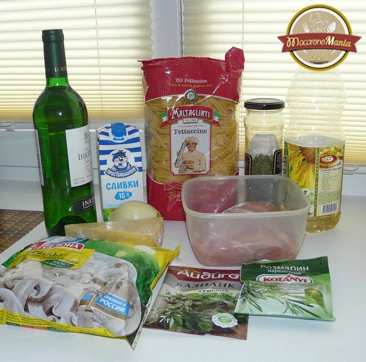 Макароны с курицей и грибами, вином и травами. Ингредиенты