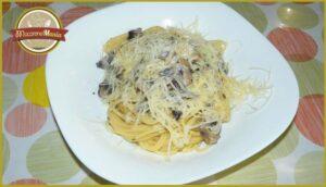 Спагетти с шампиньонами в сливочном соусе. Готовое блюдо