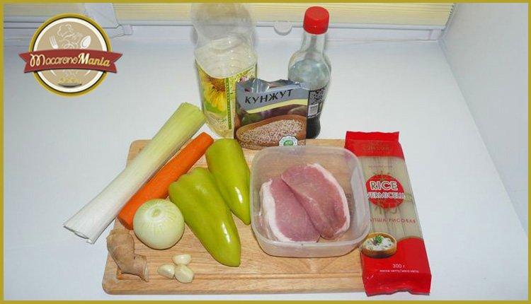 Рисовая лапша со свининой и овощами с соусом терияки. Ингредиенты