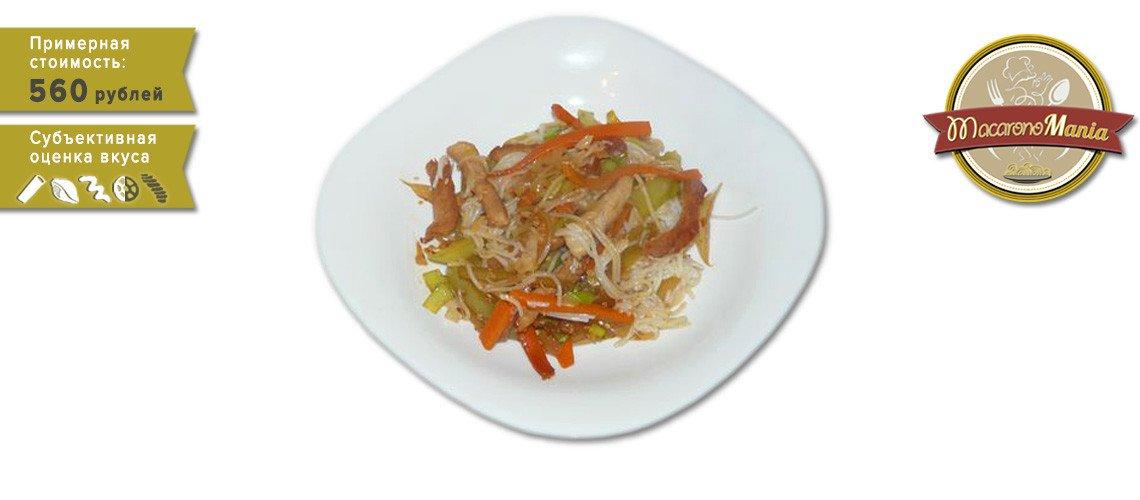 Рисовая лапша со свининой и овощами под соусом терияки