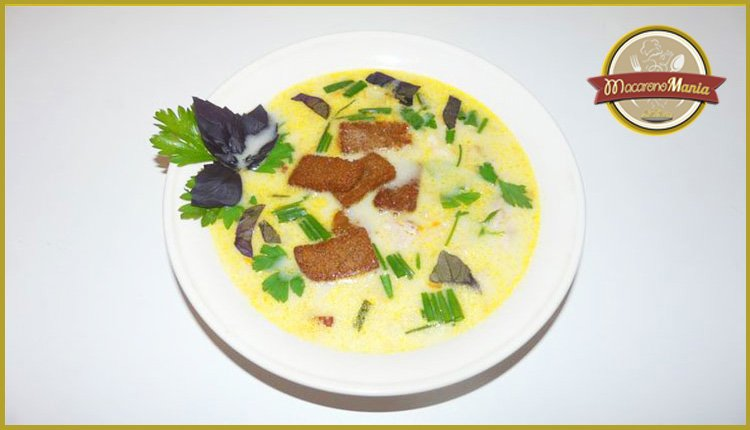 Сырный суп с курицей и вермишелью. Готовое блюдо