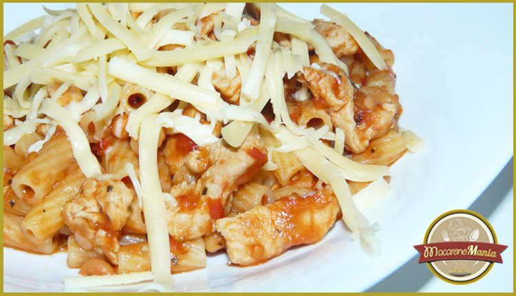 Макароны с фасолью и индейкой в томатном соусе. Готовое блюдо