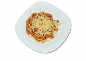 Макароны с фасолью и индейкой в томатном соусе