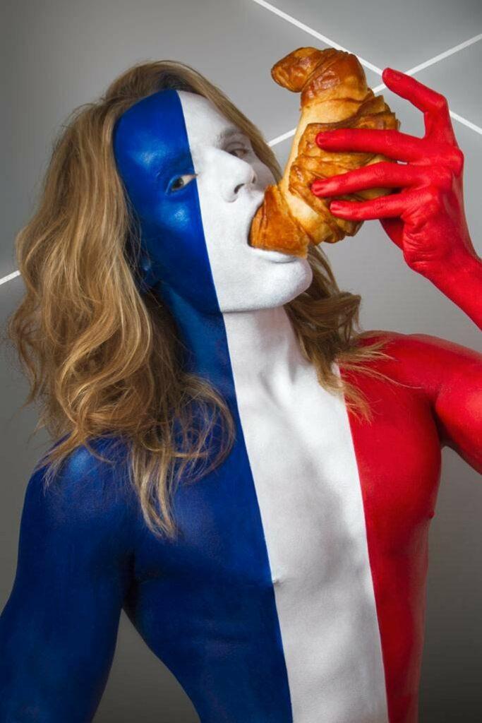 Национальные продукты в боди-арте Джонатана Ишера. Франция