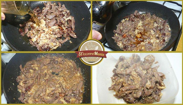 Eдон с говядиной. Приготовление. Шаг 4. В говядину добавляйте сок, соевый соус, соль и перец.
