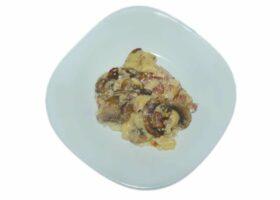 Немецкие клецки или шпецле с беконом и сыром
