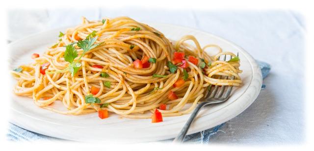 Готовая паста капеллини (итал. Capellini). Фото на тарелке