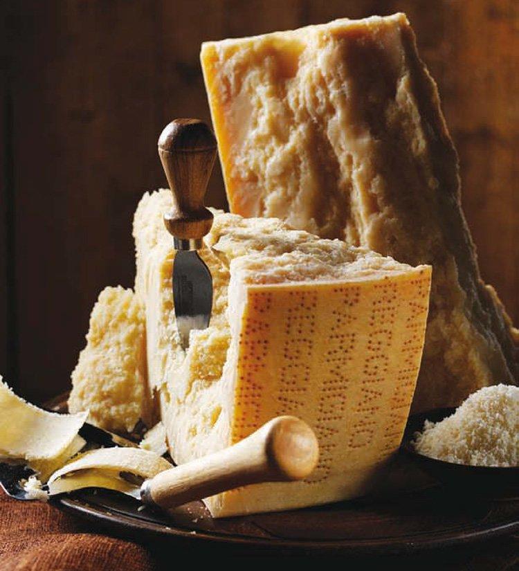 Пармезан фото. Итальянский сыр
