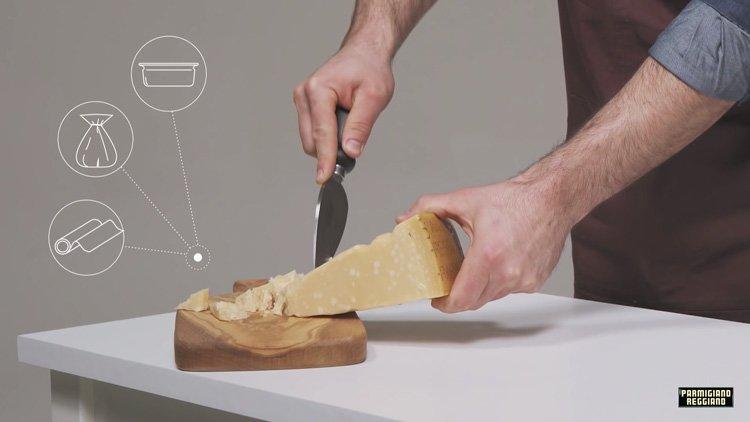 Сколько можно и как нужно хранить сыр пармезан. Parmigiano Reggiano хранить