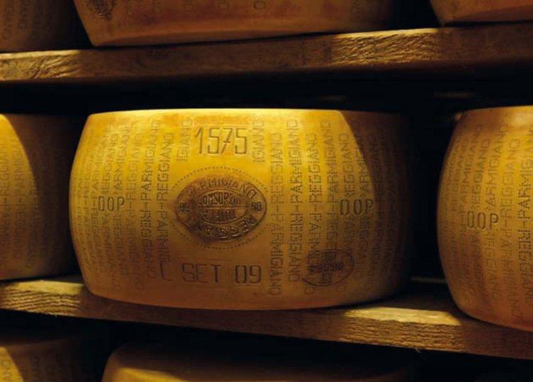 Как производят настоящий пармезан. Знак качества DOP Parmigiano-Reggiano