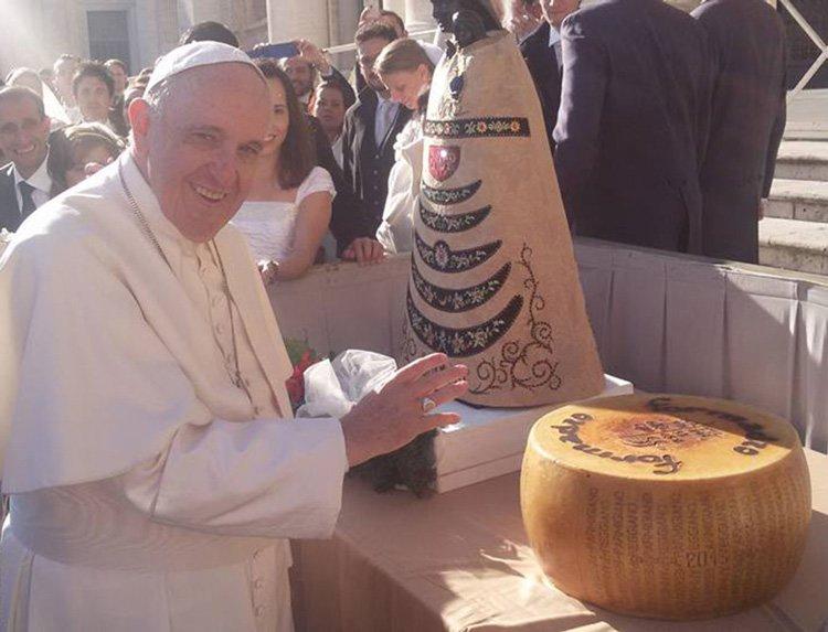 Пармезан и Папа Римский благословляют тебя