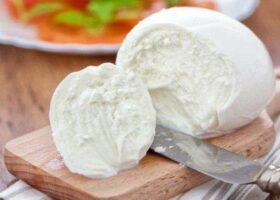 Как хранить моцареллу и проверить свежесть сыра