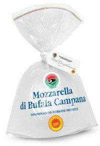 Одна из упаковок настоящей итальянской моцарелла изготовленная из молока буйволиц в регионе Кампана
