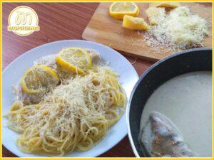 Спагетти с курицей в сливочном соусе, сыром и лимоном. Пошаговое приготовление. Готовое блюдо в рецепте