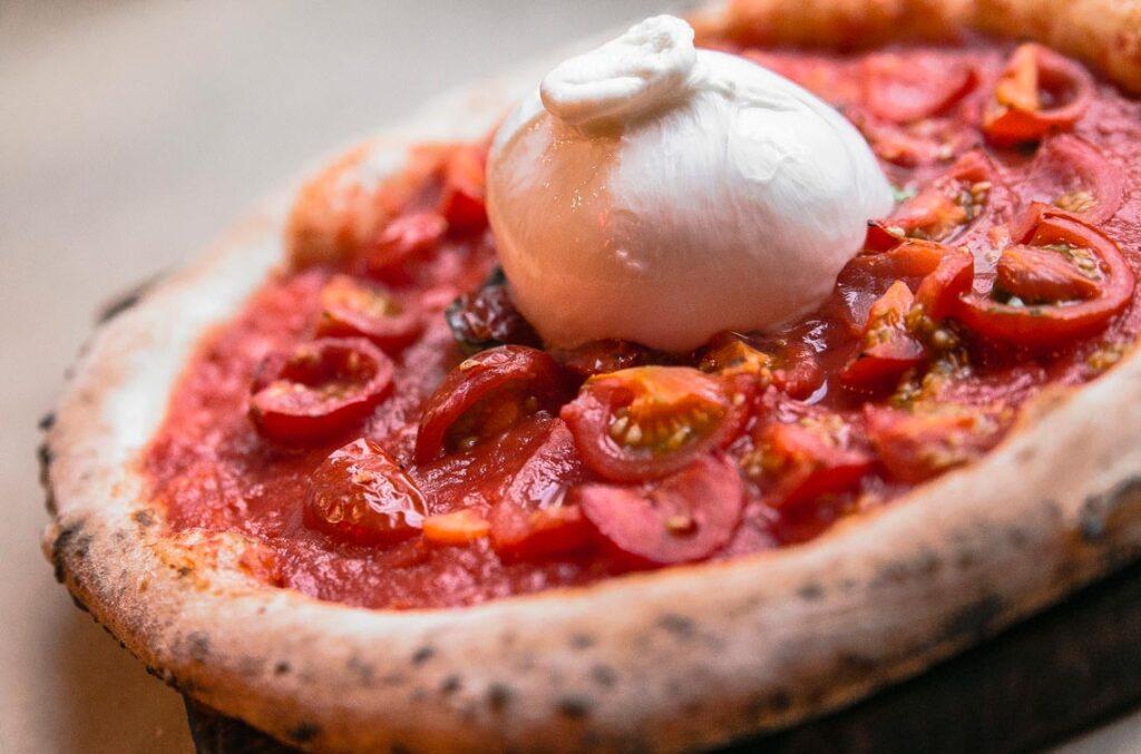 С чем едят сыр Буррата - например с пиццей