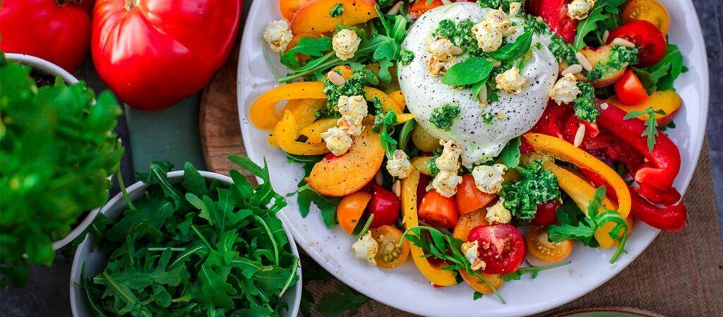 Салат с бурратой, помидорами и зеленью - пошаговый рецепт